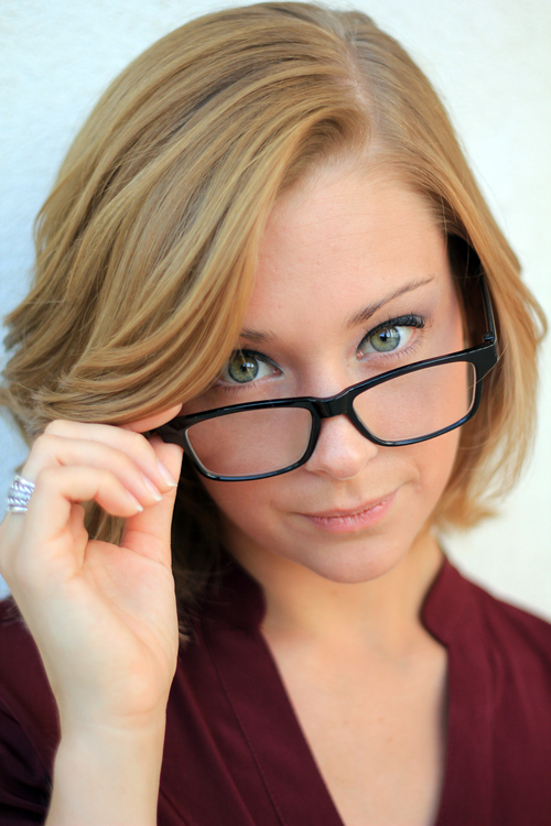 How To Photograph Subjects Who Wear Eyeglasses :: Digital